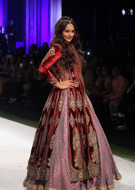 Sonakshi Sinha In Designer Lehenga At Blenders Pride Fashion Tour 2015