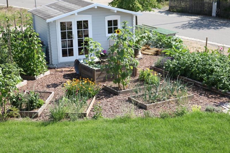 Do mi s garten vorher nachher garten von oben for Garten beet neu bepflanzen