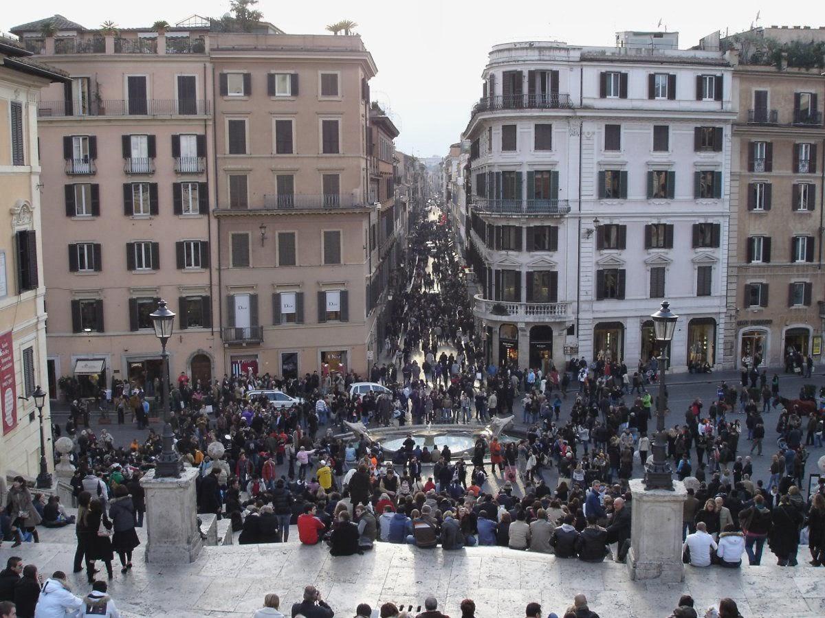 Via Condotti vista dalla scalinata di Piazza di Spagna