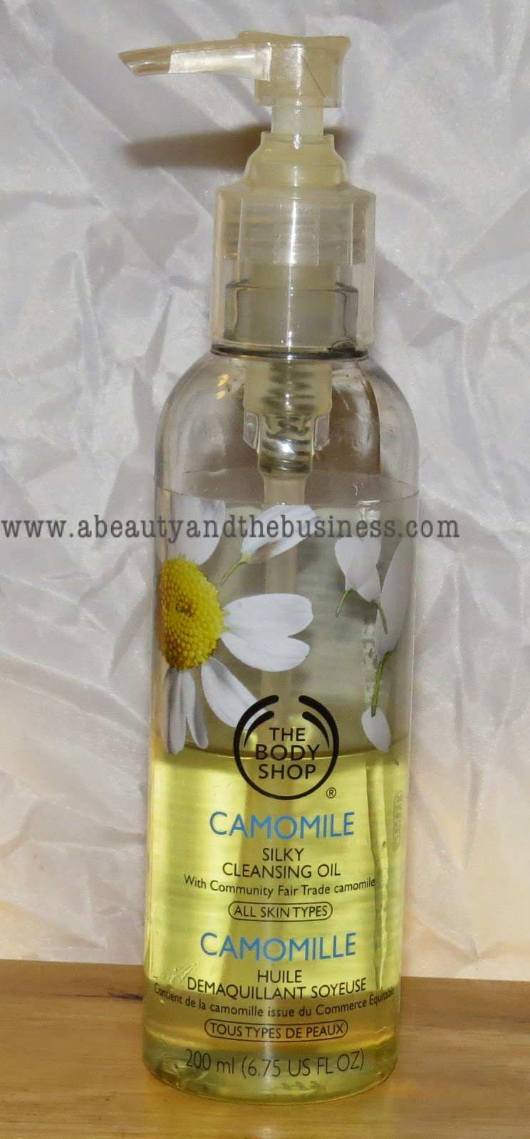The Body shop cleansing oil, the body shop, cleansing oil, best cleansing oil, The Body shop Camomile silky Cleansing Oil review, camomile cleansing oil, makeup remover, makeup remover cleansing oil, cleansing oil for acne prone skin,