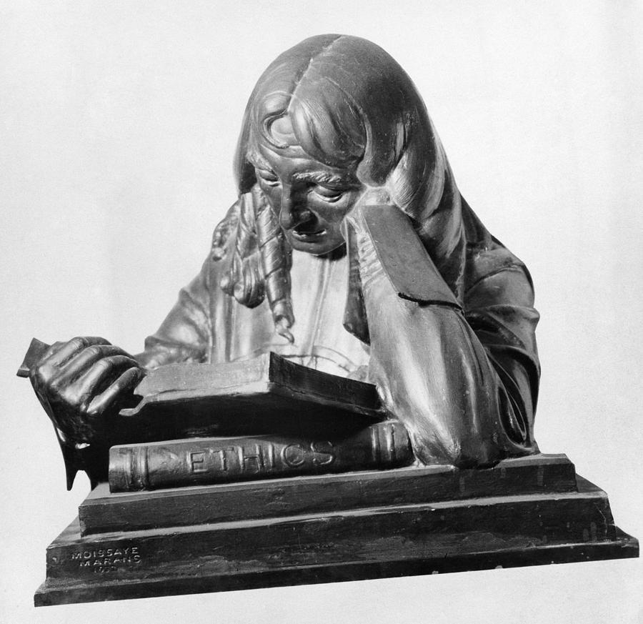 Moissaye Marans's Spinoza-sculpture