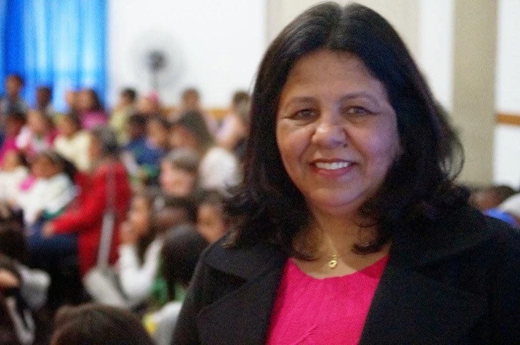 A diretora Sandra Simas destaca a importância da promoção do acesso à cultura