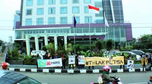 Demo PLTSa Gedebage Bandung