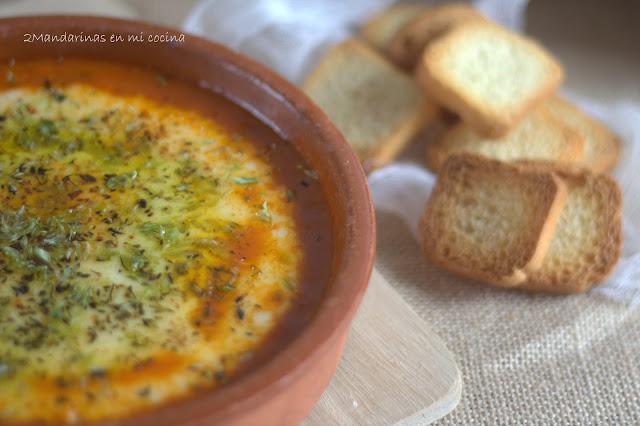 Provolone con tomate y orégano