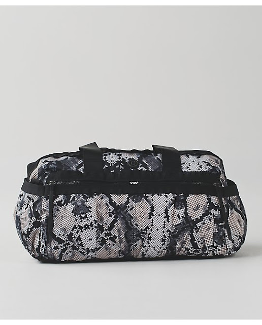 lululemon-gymn-to-win-duffel