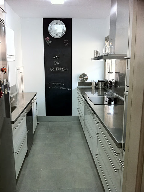 Living in designland pared pizarra en cocina - Pizarras de cocina ...