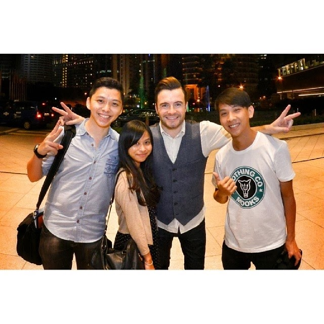 A great coincidence to able to meet Shane Filan again and took a group photo!!