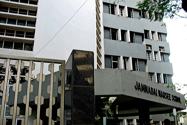 Jamnabai Narsee School in Juhu
