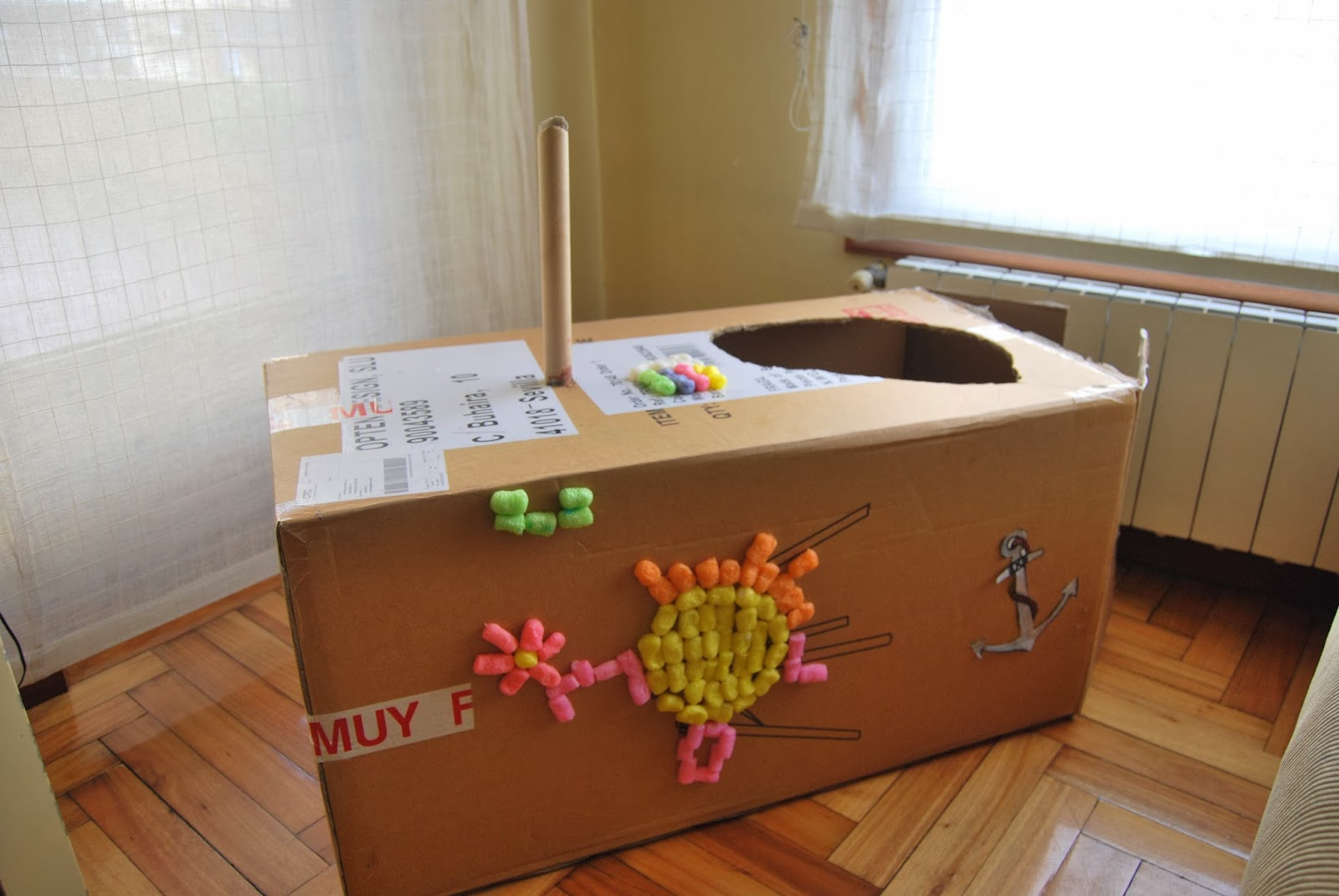 http://sosunnyblog.blogspot.com.es/2014/01/dos-cajas-un-kiosco-y-un-submarino-arte.html