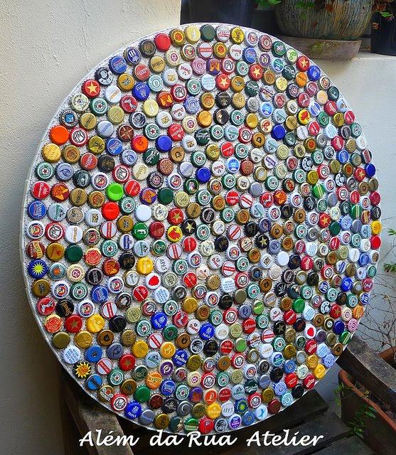 mosaico de tampinhas de cerveja