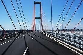Pesona di Jembatan Suramadu