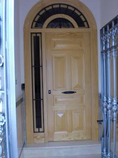 Carpinteria vela puertas de entrada for Puertas de entrada de madera maciza