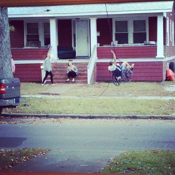 Escalando casa de cadeira de rodas