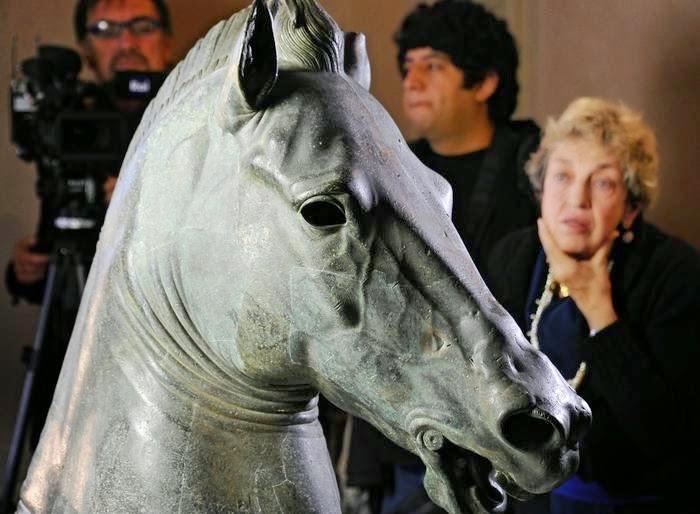 Συντήρηση χάλκινης κεφαλής αλόγου της συλλογής Medici