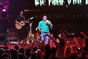 Já Bruno esbanjou sensualidade ao interpretar a música 'Camaro Amarelo', .