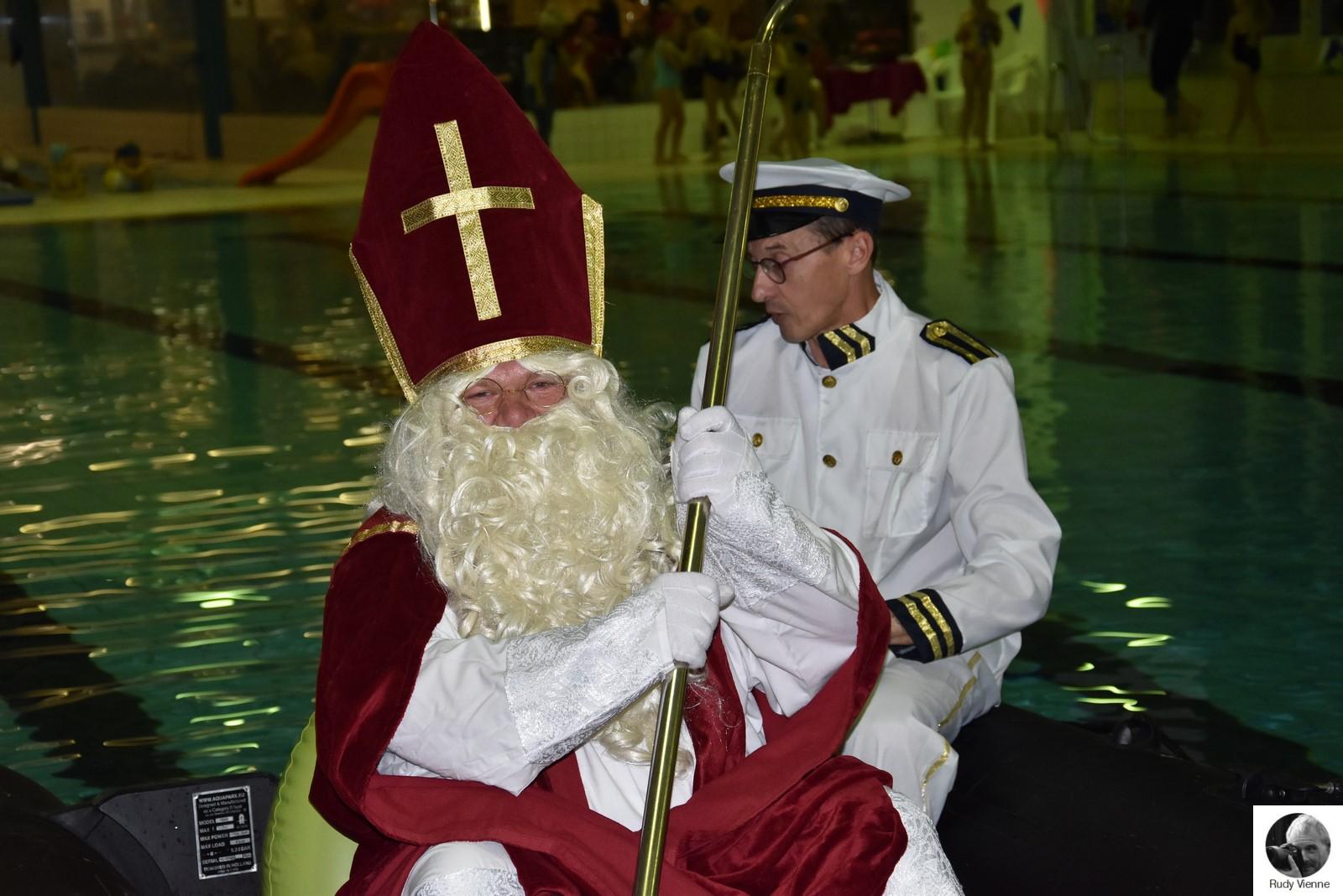 Saint Nicolas à la piscine Aqualys Comines