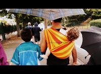 voyage vacances ferias poussette carrinho aproveitar praia mar portage babywearing viagem chuva pluie