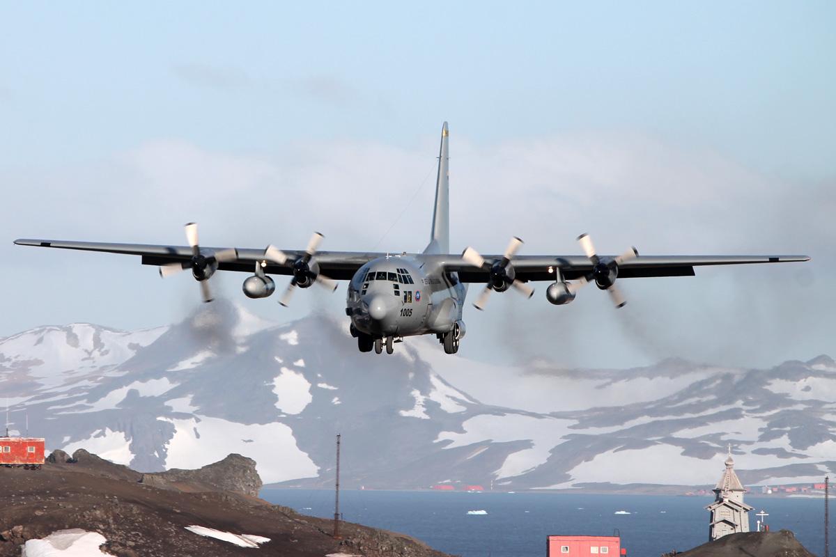 El FAC1005 a punto de aterrizar por primera vez en territorio antártico.