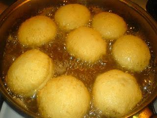 prajire gogosi, gogosi prajire, cum se fac gogosile, cum se prepara gogosile, dulciuri, deserturi, gogosi pufoase, preparare gogosi, gogosi preparare, retete si preparate culinare, aluaturi, cocaturi,