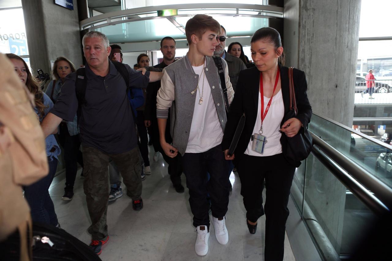 http://1.bp.blogspot.com/-st3lNfzbnr8/T8pooxrnnTI/AAAAAAAAHD0/3PI87v2DSSg/s1600/Justin_Bieber_en_Paris_2012_9.jpg