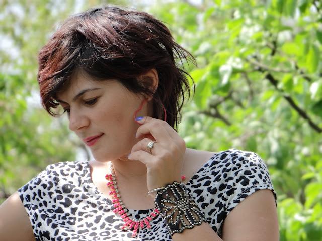 animal print, zara, blouse, tshirt, accessories, earrings, bracelet