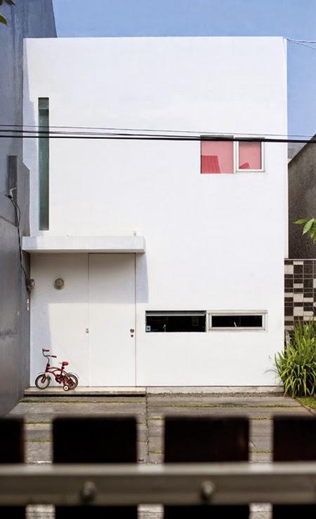 Rumah kiri-konsep-desain-bangunan-rumah-modern-fasad-putih-01
