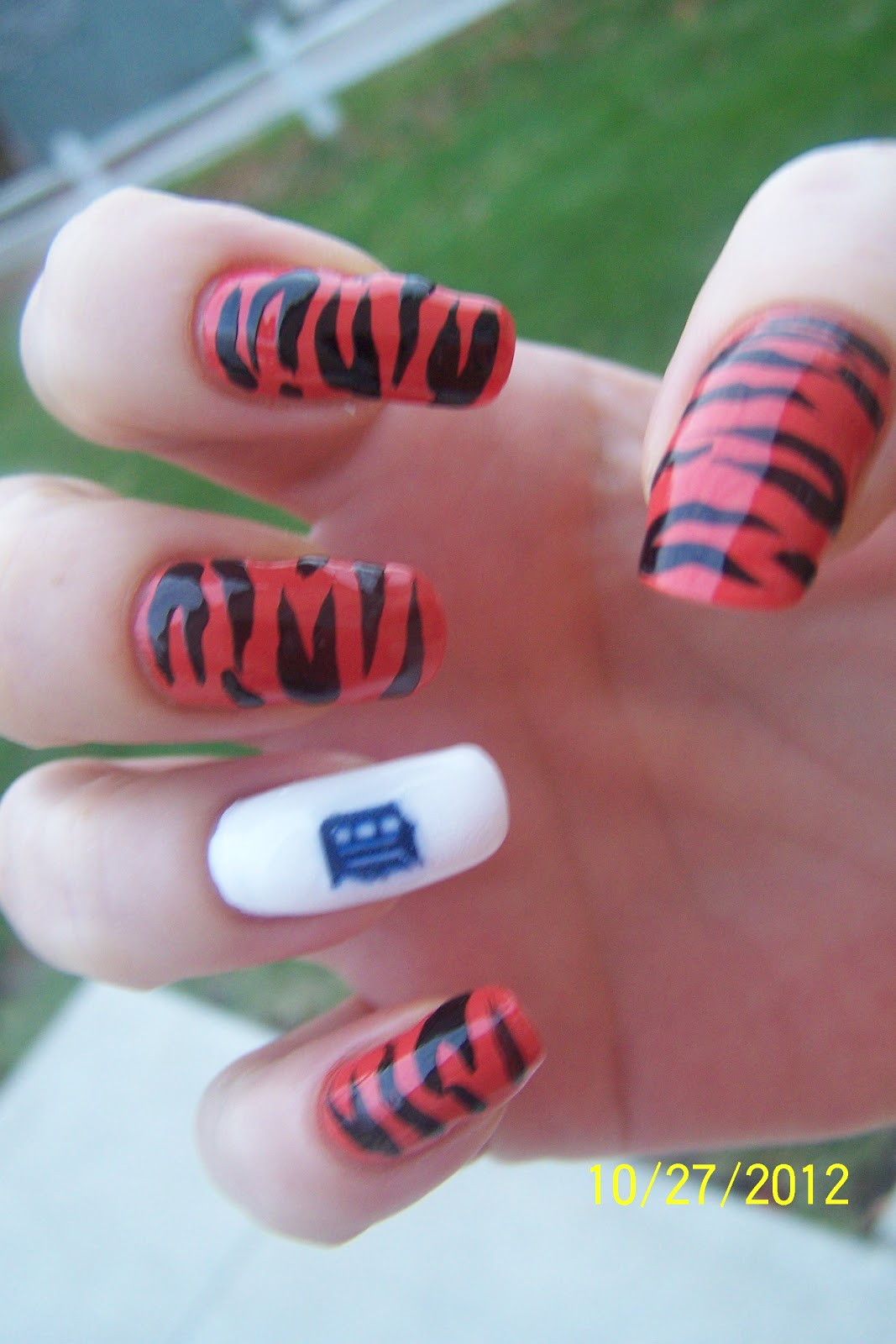 SHELL BELL\'S NAILS