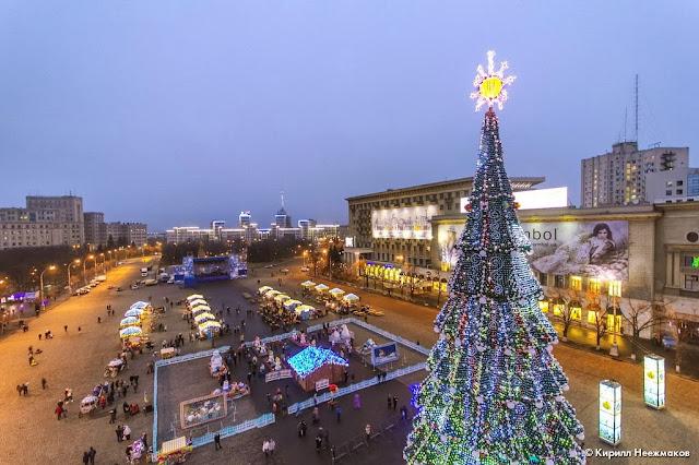 Харьков тоже не отстает. Правда гордиться можно и нужно елкой.