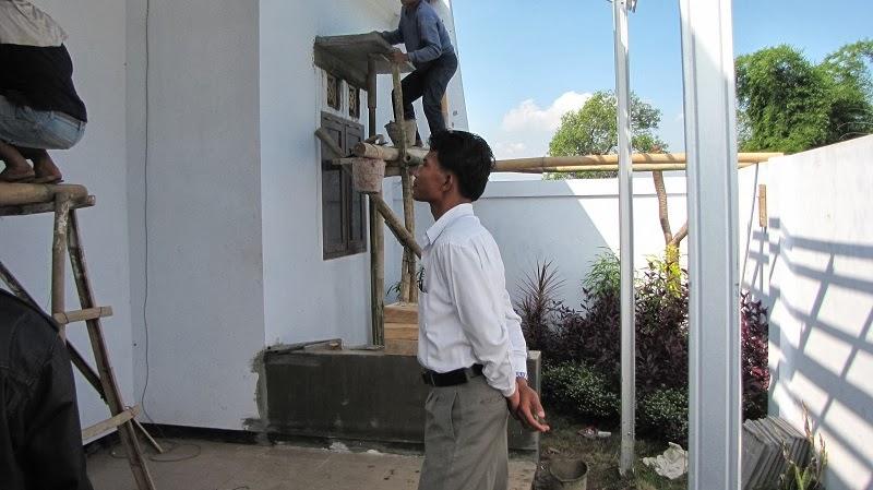 Mengawasi proses pembangunan perumahan