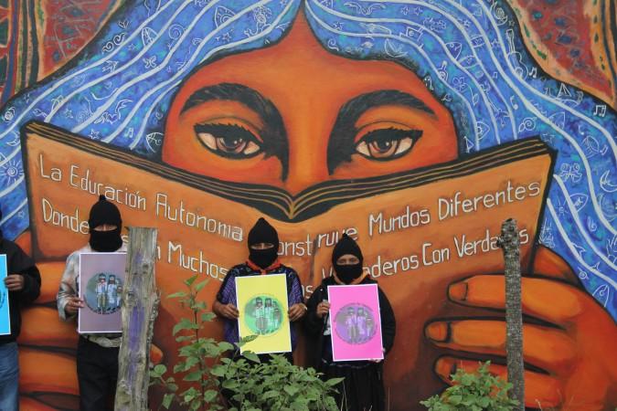 Circulo de estudio brujula metropolitana el ezln for Mural zapatista
