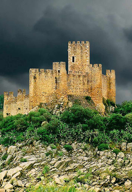 Almourol está intimamente ligado à história de Portugal,  dos Templários e do Brasil.