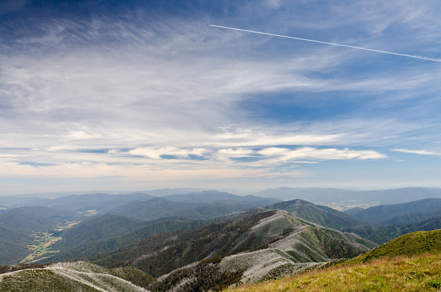 Jet contrail from Mt Feathertop summit