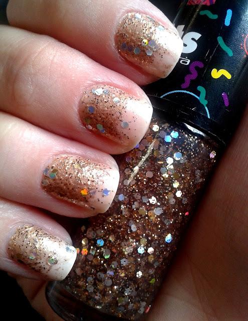 ombre nails dourado