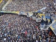 . perto ou no reduto do Boca Juniors, o estádio La Bombonera.