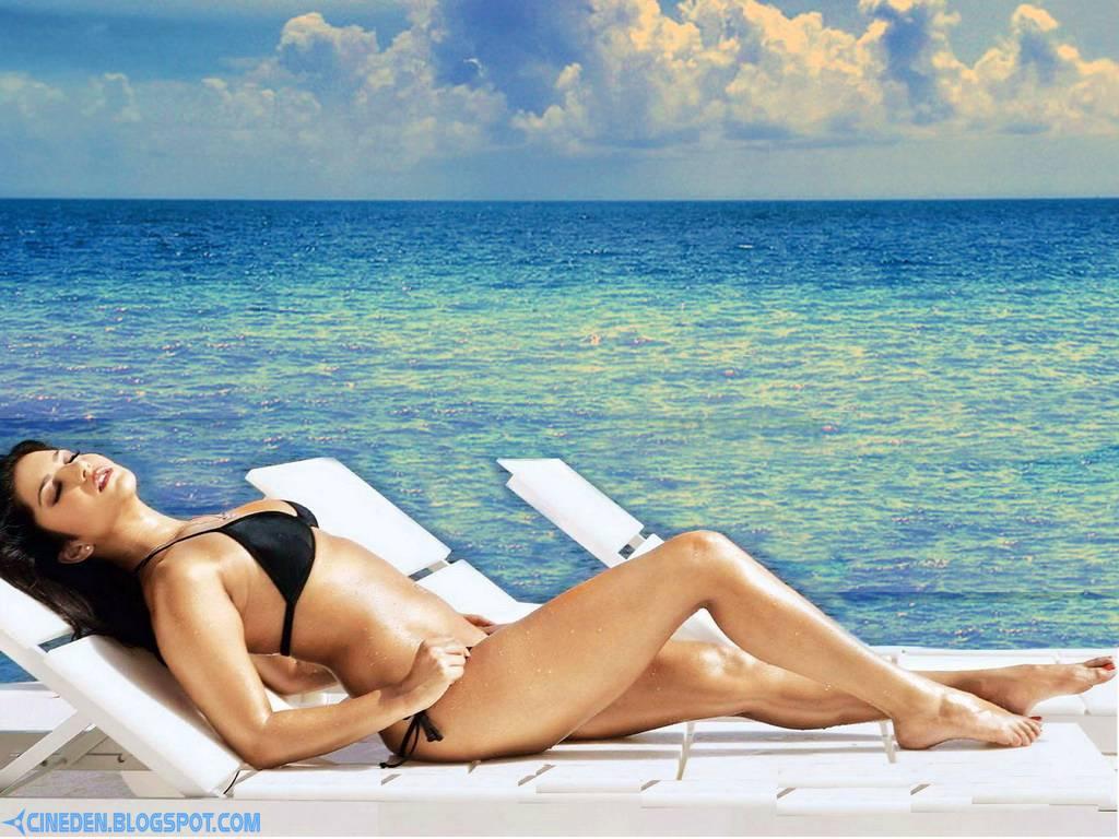 Katrina Kaif: Bikini trouble! - CineDen