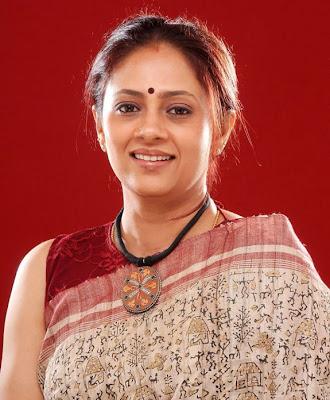 Tamil Actress Lakshmi Ramakrishnan Hot Saree Photos