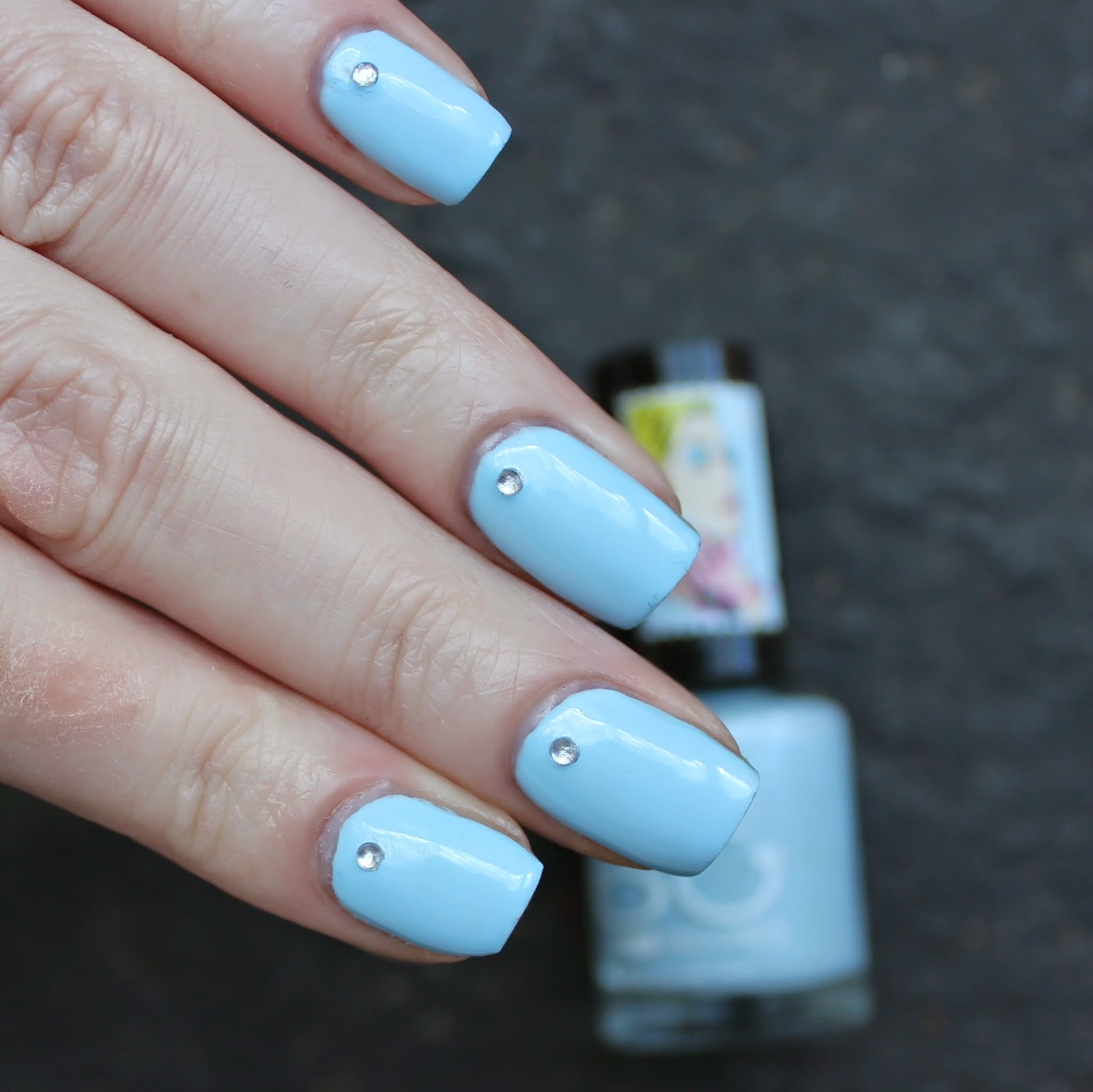 Dahlia Nails: Blue Diamond