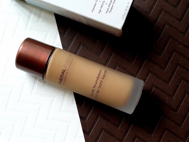 Mineral Fusion Liquid Foundation Review, Photos
