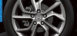 Nissan sentra car 2013 tyres/wheels - صور اطارات سيارة نيسان سنترا 2013