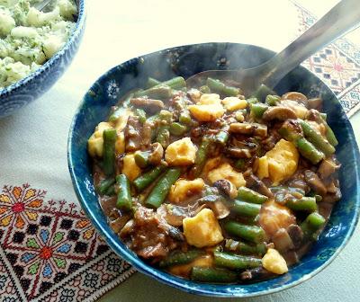 prepare the beans 500 grams 1 pound green beans wash