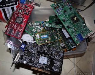 Diverse instickskort till datorer, mest PCI. Allt från grafikkort till tvkort, ljudkort Soundblaster 128 mm