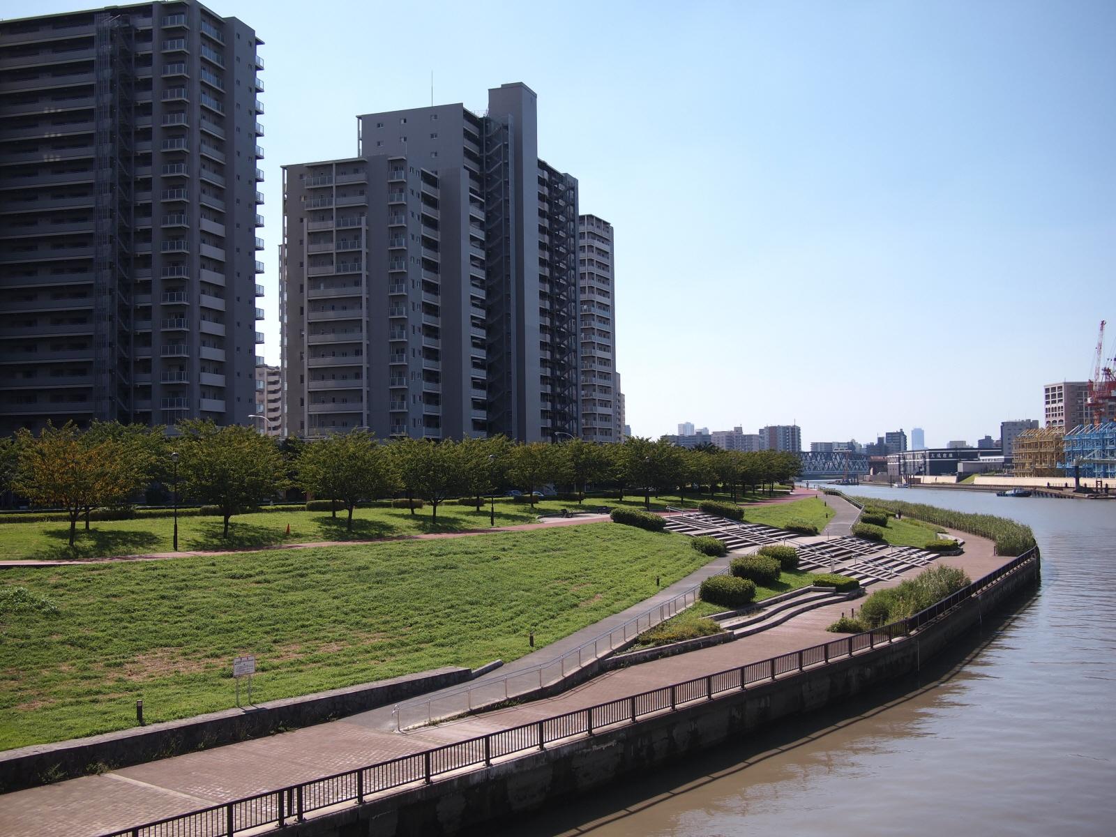 汐入団地とスーパー堤防