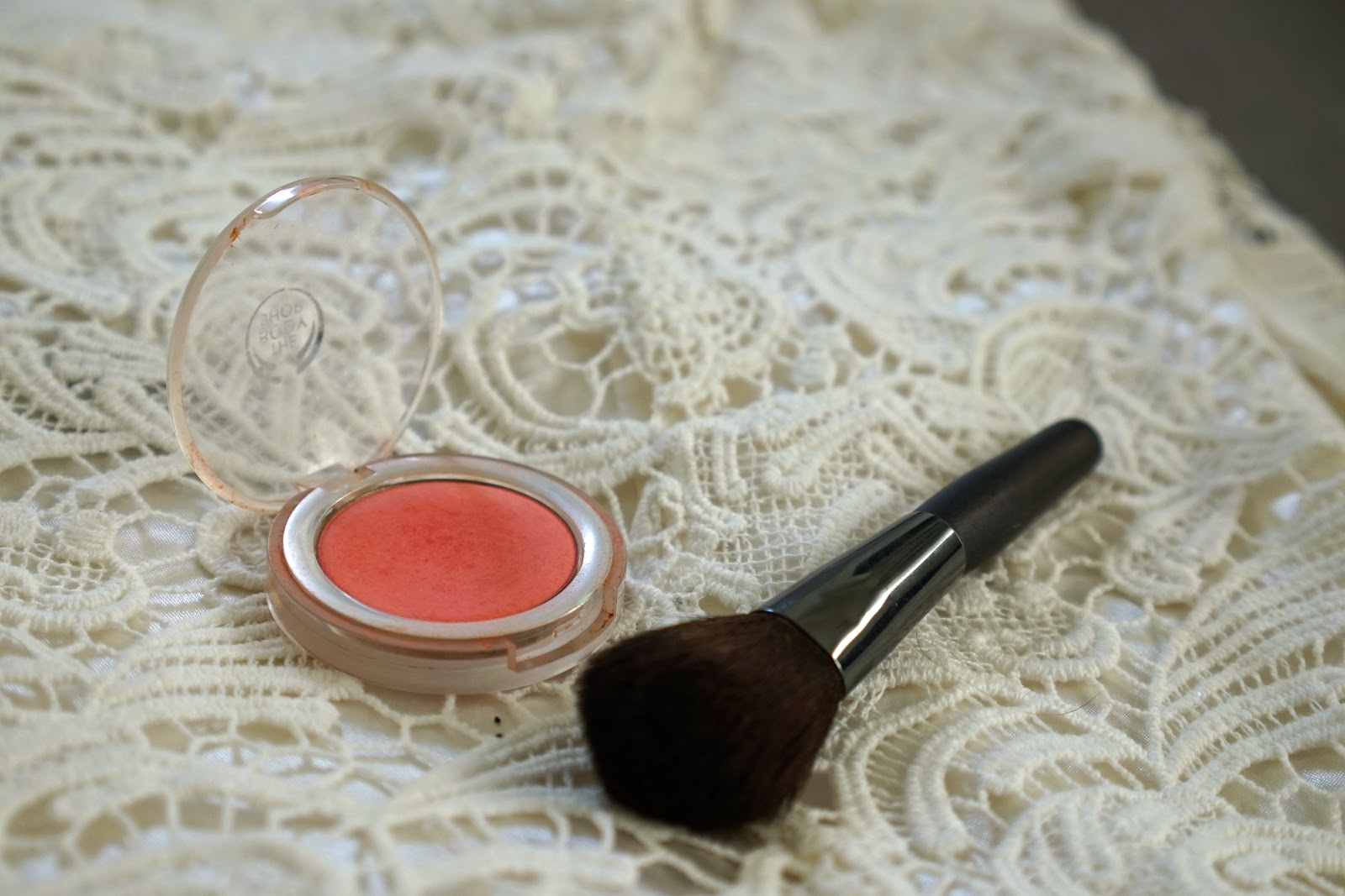 the body shop blush in macaroon