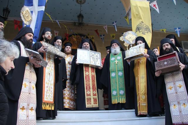 Λείψανα Αγίων και Τιμίου Ξύλου από τη Μονή του Αγίου Σεραφείμ του Σάρωφ στην Αγία Φωτεινή Υμηττού