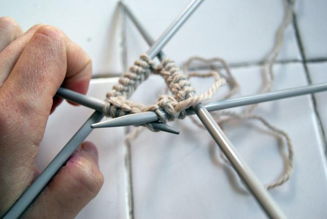 Tricoter en rond avec des aiguilles à deux pointes