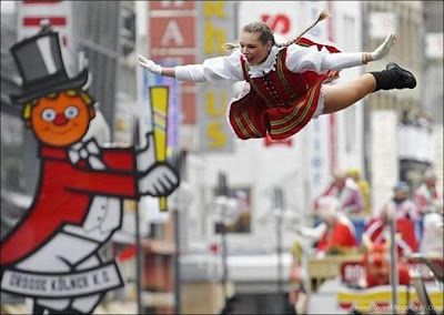 funny_picture_woman_jump