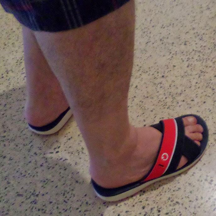 Homem usando Chinelo masculino Cartago Málaga slide adulto