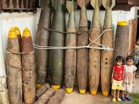 Ngeri, Anak-anak Bermain dengan Rudal yang Belum Meledak