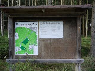 Informationstafel über den Forstenrieder Park am Weg in Richtung Maxhof/München-Fürstenried