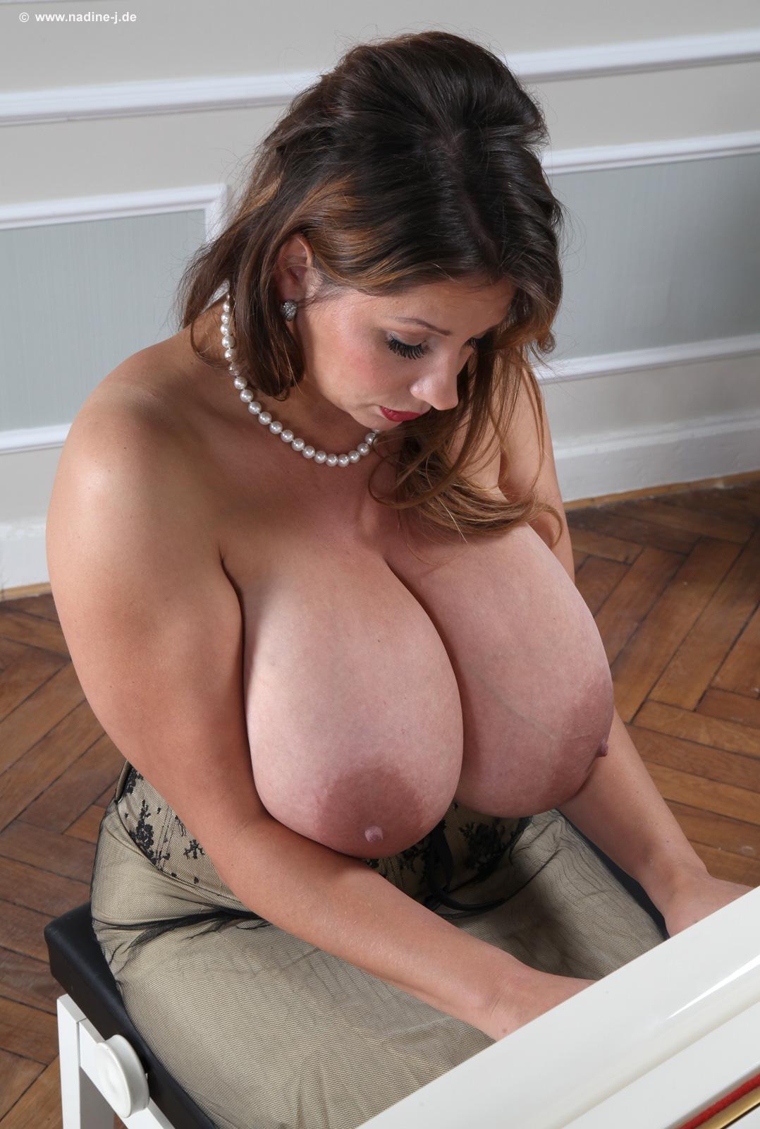 worls hotest girl boob
